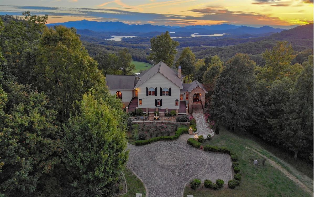 incredible one of a kind home in North Carolina luxury real estate