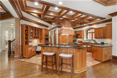 Luxury properties The Crown Jewel of Lake Windward