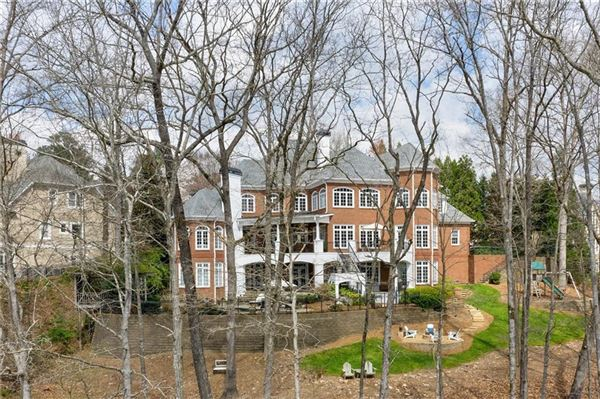 Mansions in The Crown Jewel of Lake Windward