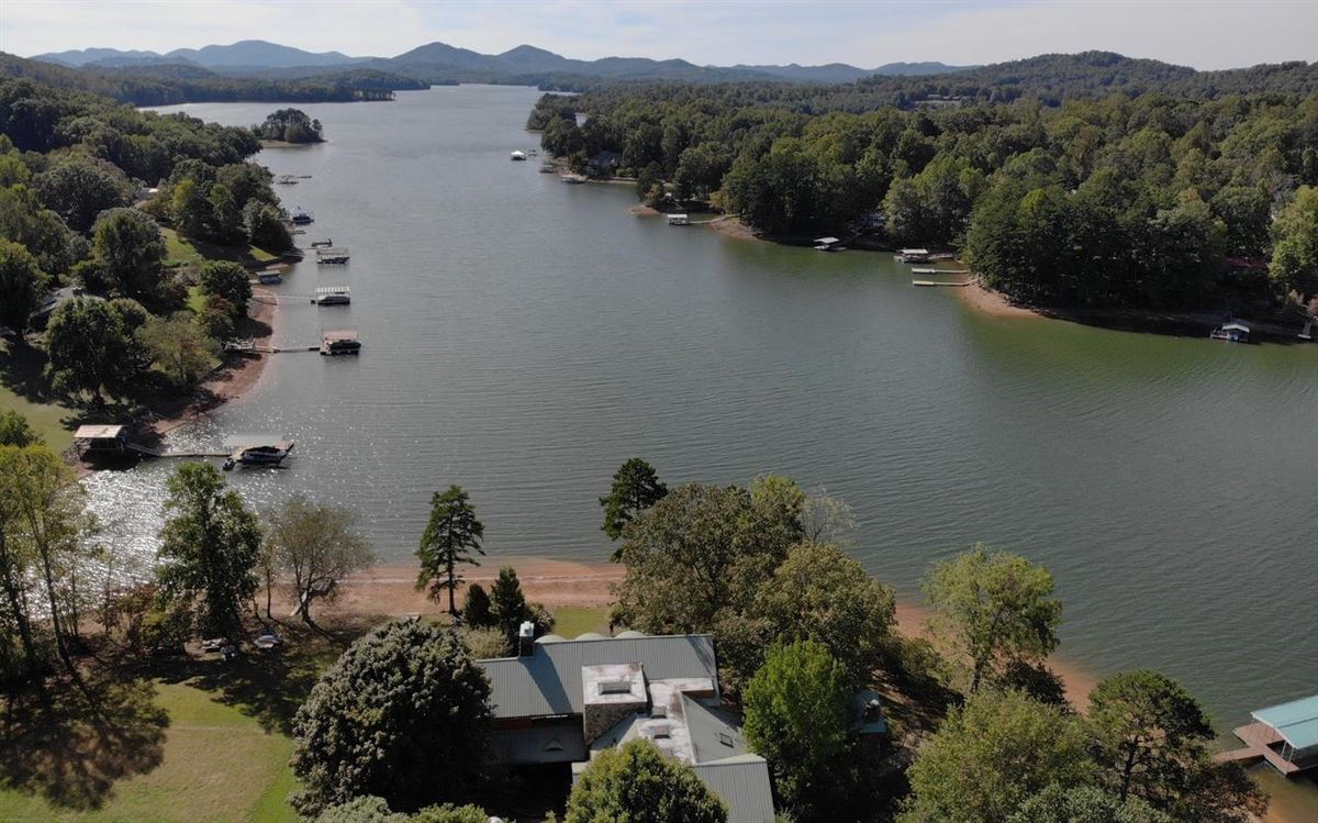 Luxury homes incredible lake front property in hayesville