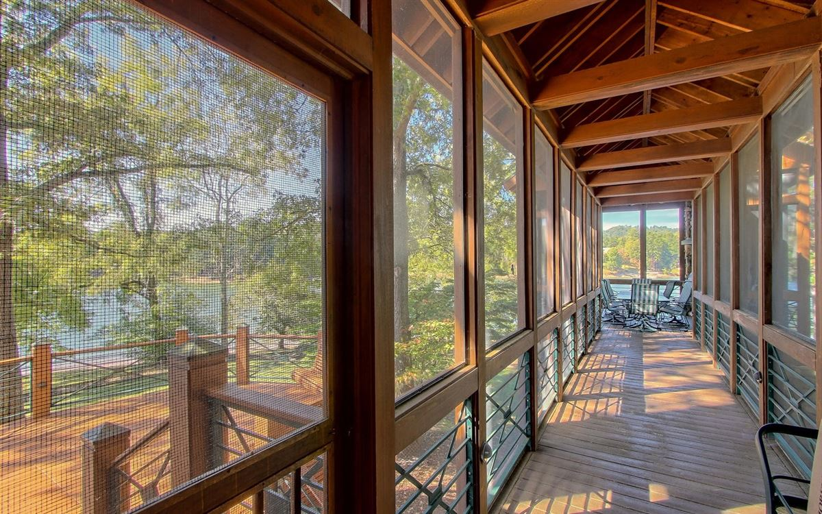 Mansions in incredible lake front property in hayesville