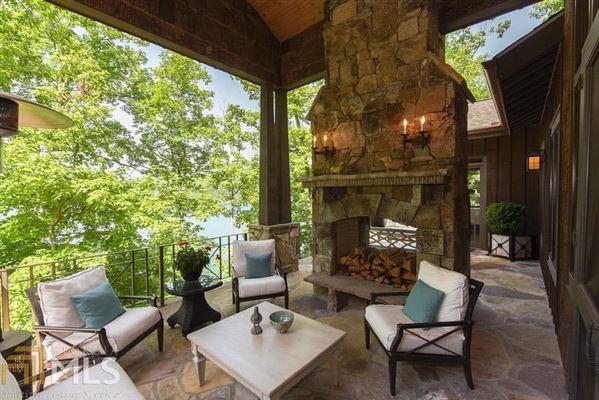 Luxury real estate WinsHill