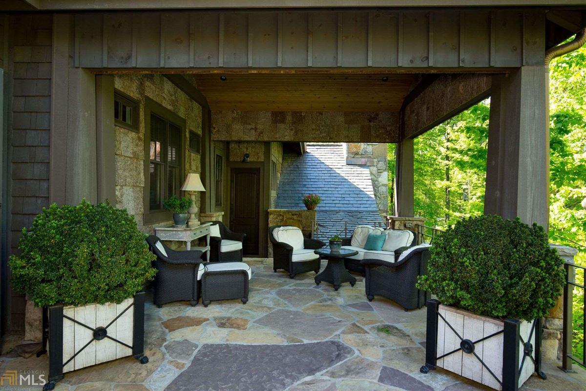 WinsHill luxury homes