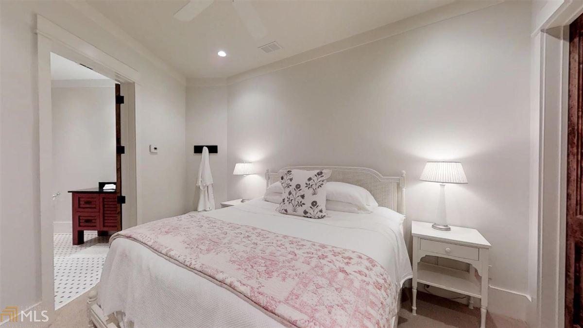 WinsHill luxury real estate