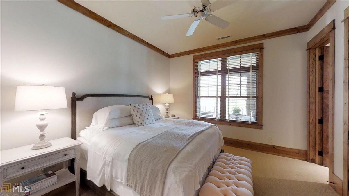 Luxury properties WinsHill