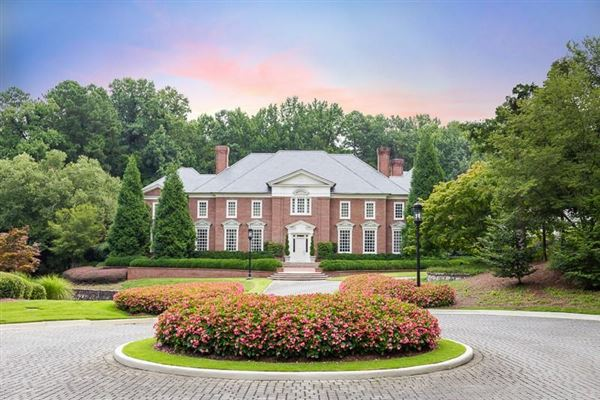 Elegant Dramatic 9 Plus Acre Estate