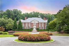 Luxury homes in dramatic 9-plus acre estate