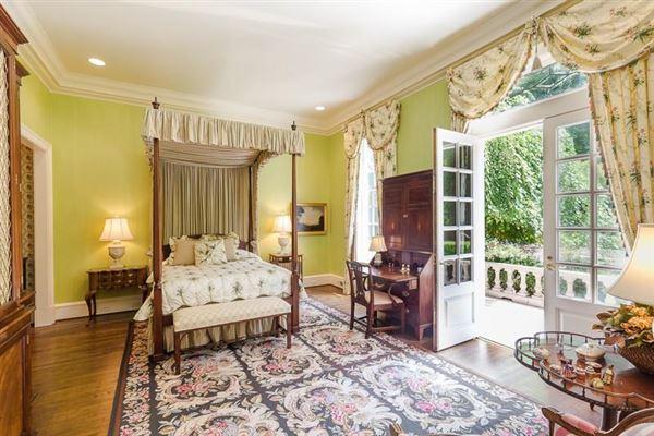 dramatic 9-plus acre estate luxury properties