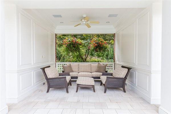 dramatic 9-plus acre estate luxury homes