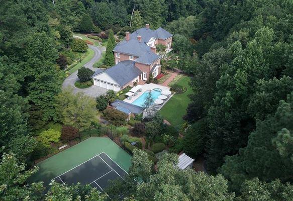 dramatic 9-plus acre estate mansions