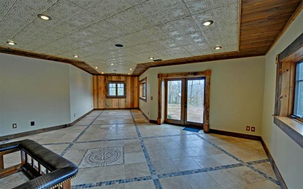 Luxury homes in magnificent mountain estate home in hayesville