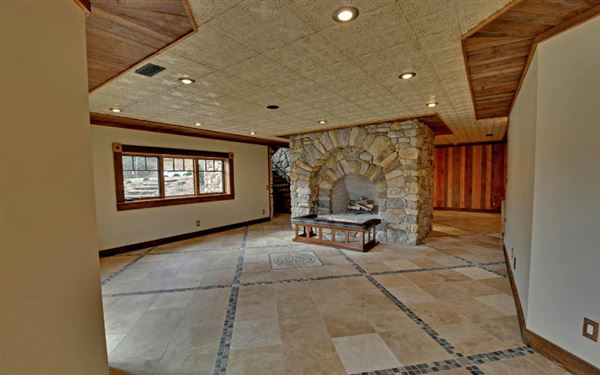 Mansions in magnificent mountain estate home in hayesville