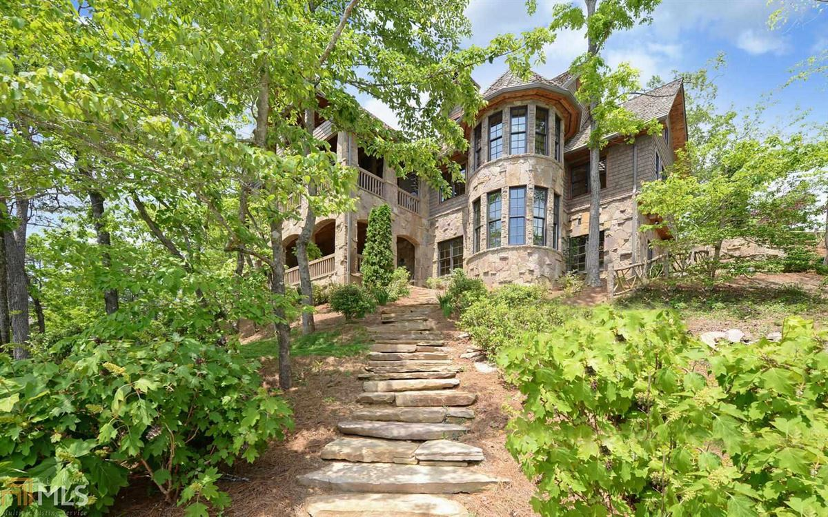 Luxury homes stately Lake Burton retreat