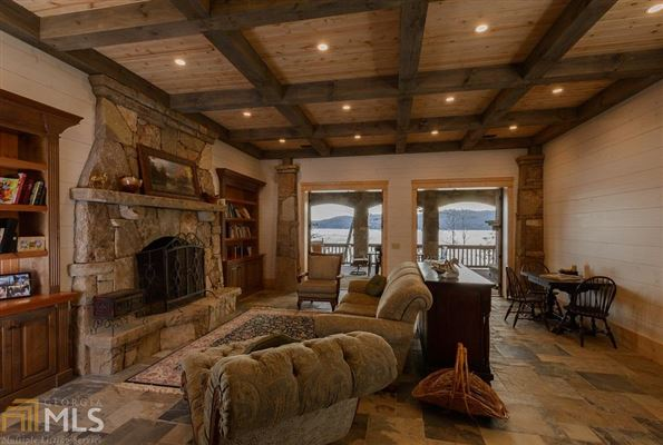 Luxury homes in stately Lake Burton retreat