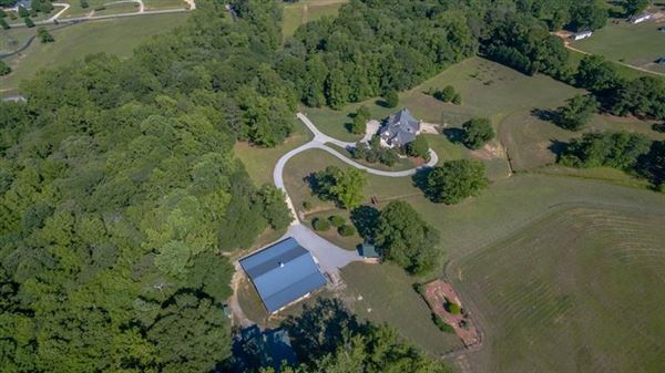 Luxury homes Uniquely elegant yet charming on 48 acres