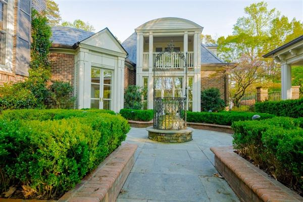 Luxury homes outstanding southern estate
