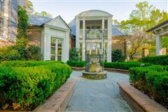 Luxury properties outstanding southern estate