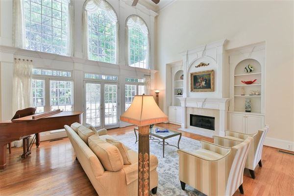 Luxury homes Beautiful renovation on handsome golf course estate