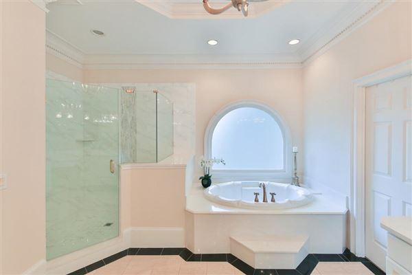 Luxury properties Beautiful renovation on handsome golf course estate