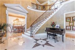 Beautiful estate home on nearly 800 acres mansions