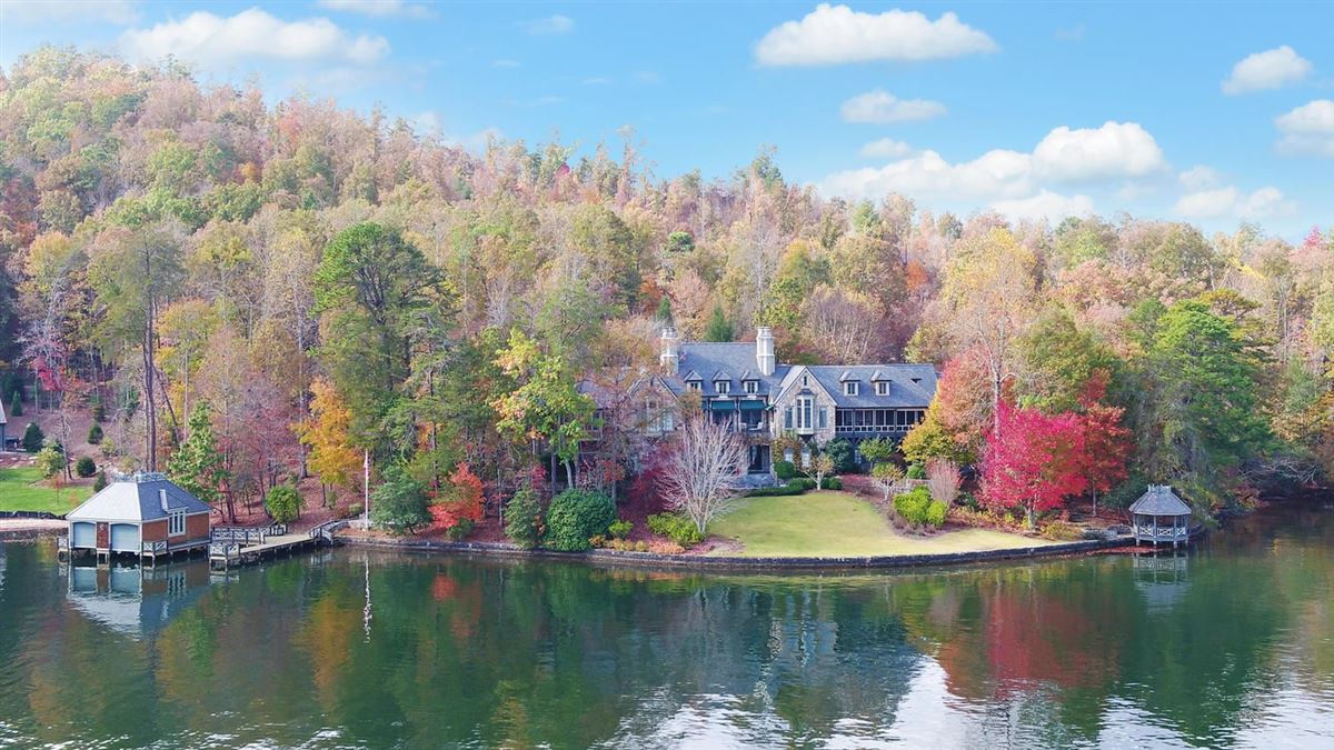 Luxury homes Grand Stone Manor on Lake Burton