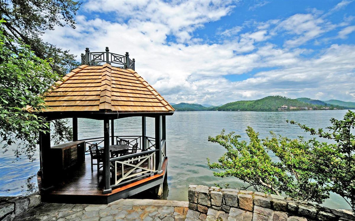 Grand Stone Manor on Lake Burton luxury real estate