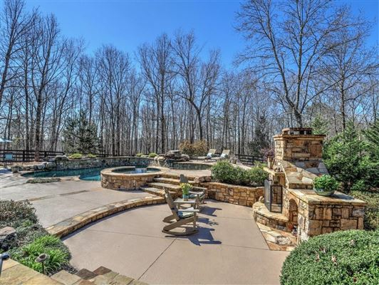 Luxury properties Magnificent five-acre gated estate