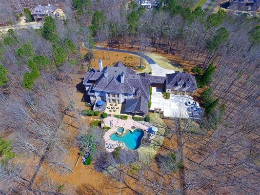 Magnificent five-acre gated estate luxury properties