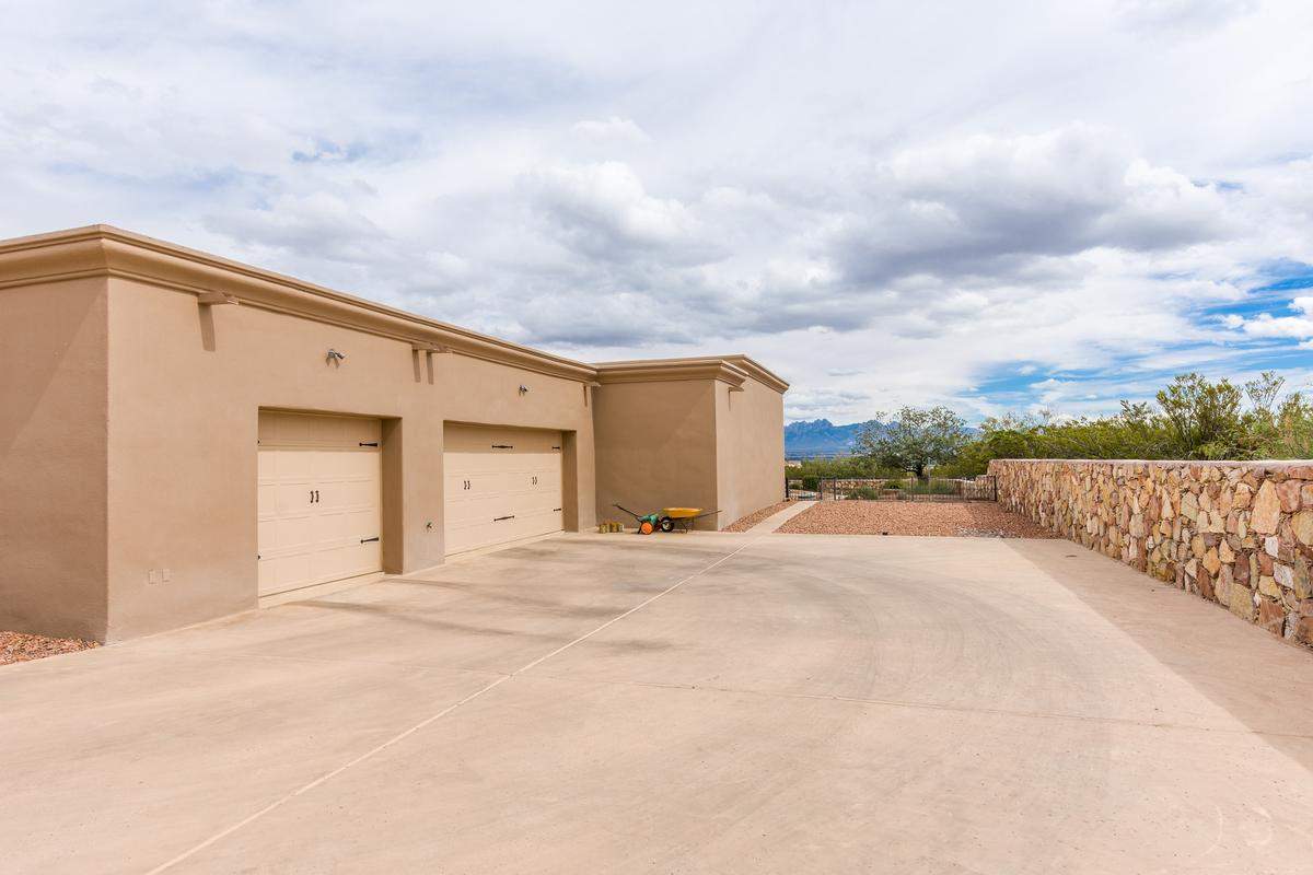 Luxury homes in custom home and horse property on over 8 acres
