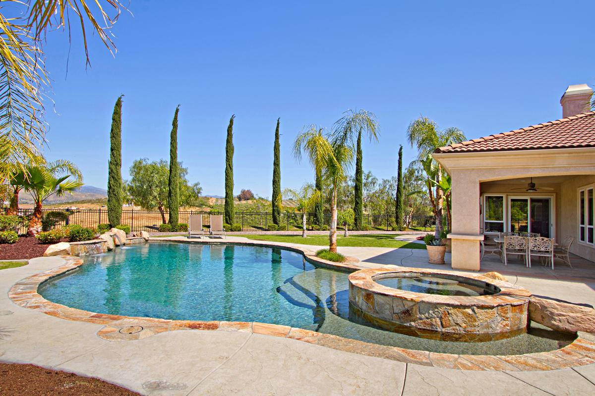 Luxury properties Tuscany Style home in temecula