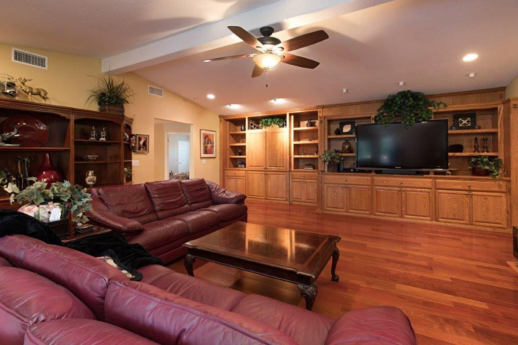 Luxury homes in 43395 Manzano Dr.