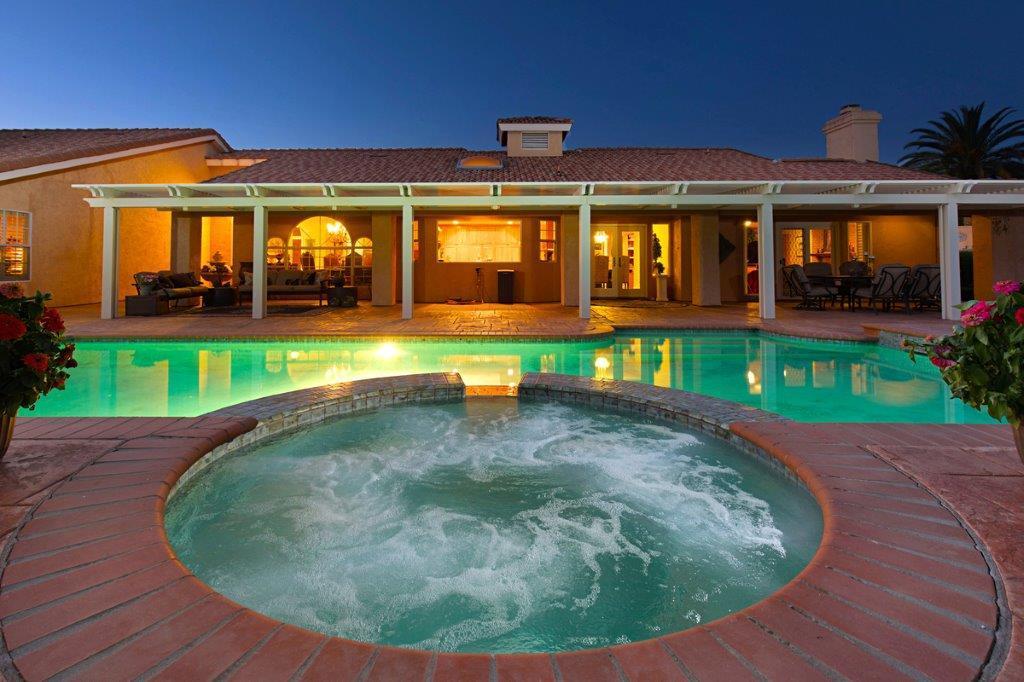 Luxury homes 43395 Manzano Dr.