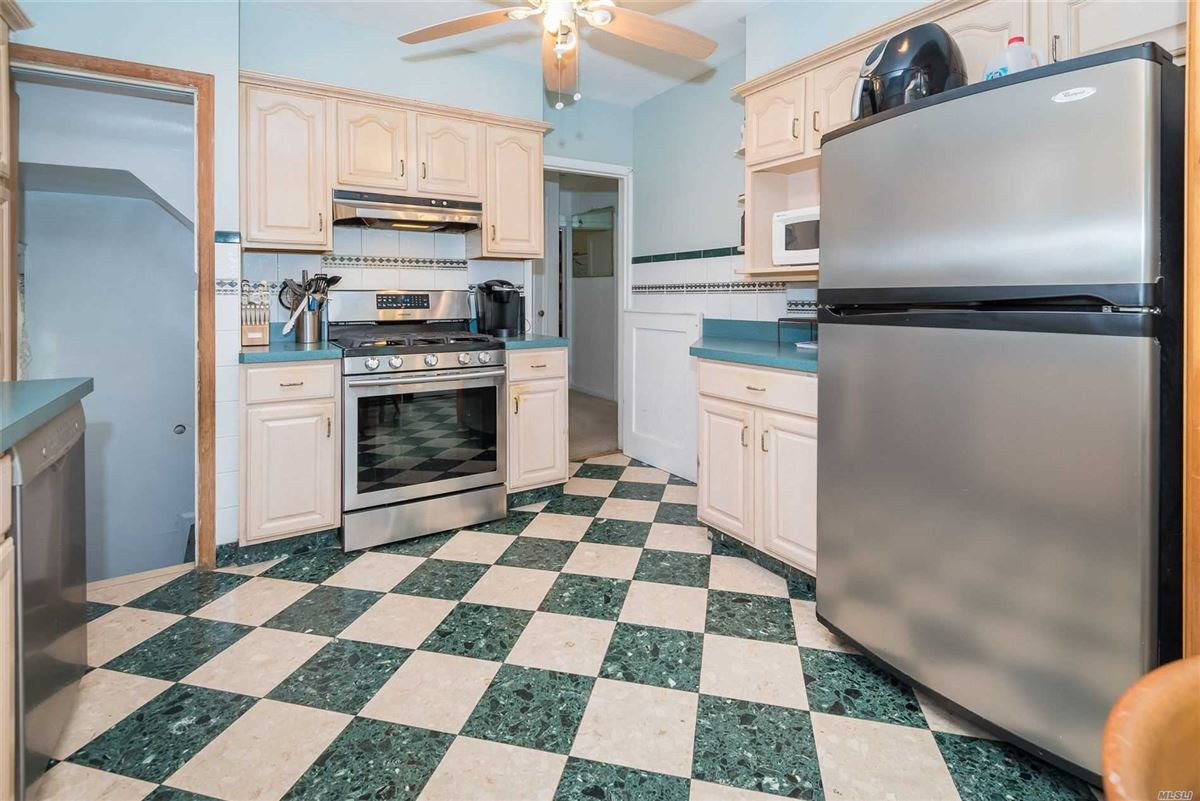 Luxury homes Gorgeous home in the heart of Fresh Meadows Queens