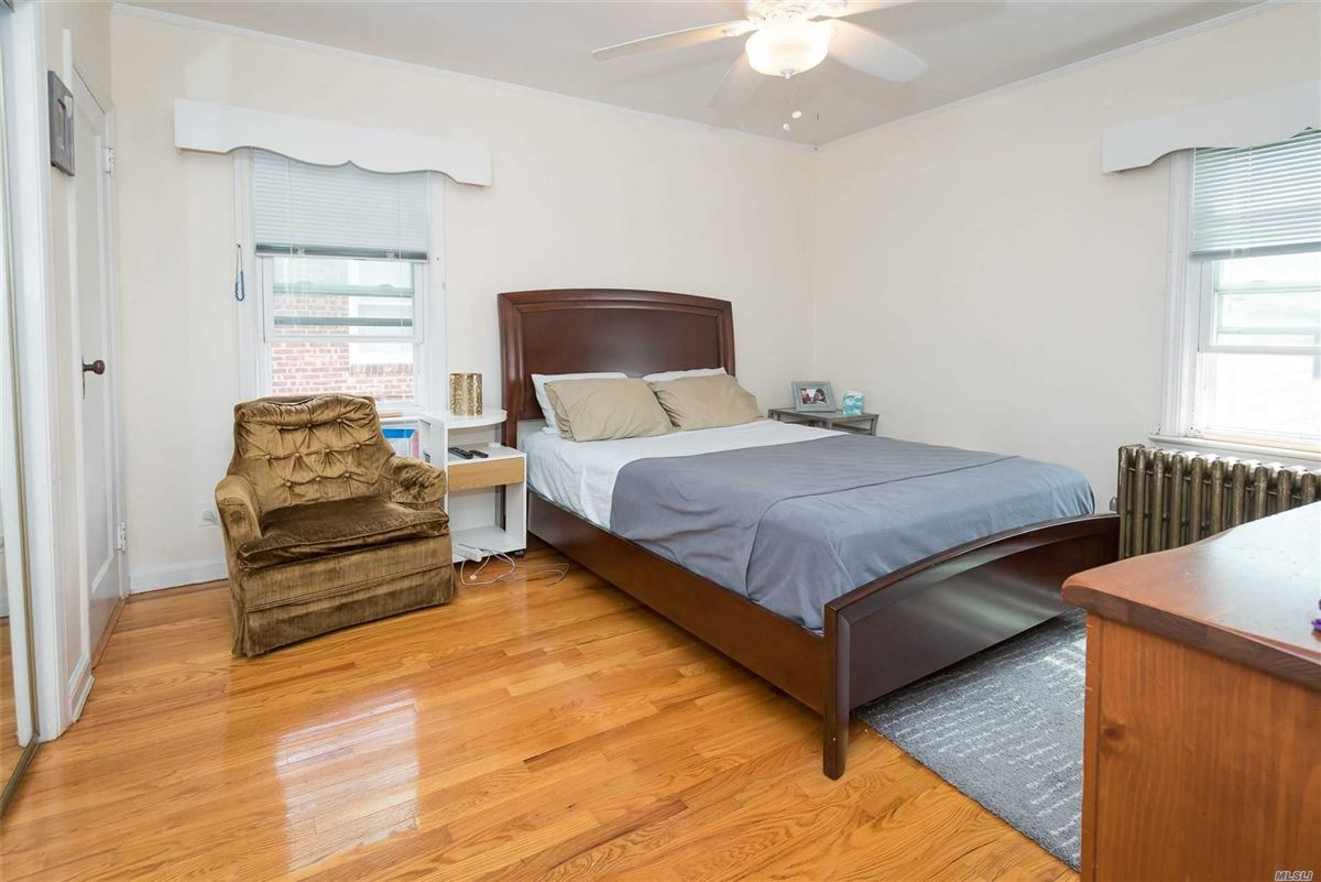 Gorgeous home in the heart of Fresh Meadows Queens luxury homes