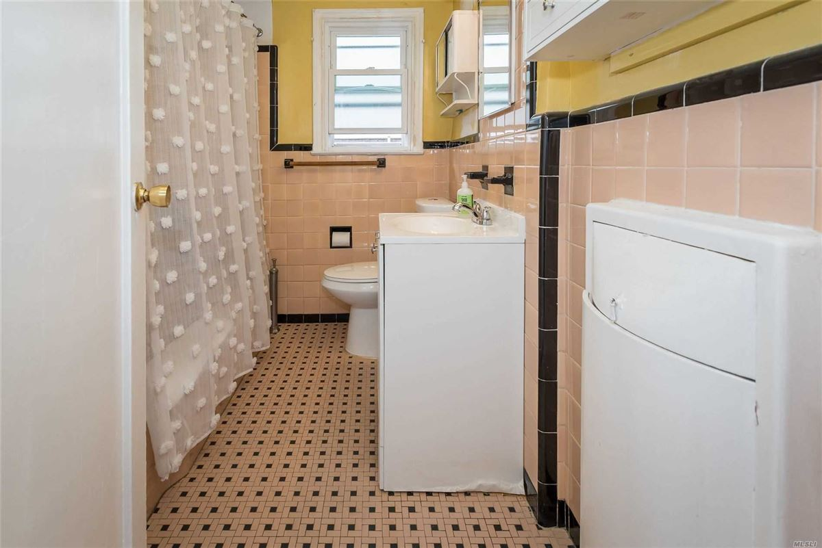 Luxury properties Gorgeous home in the heart of Fresh Meadows Queens
