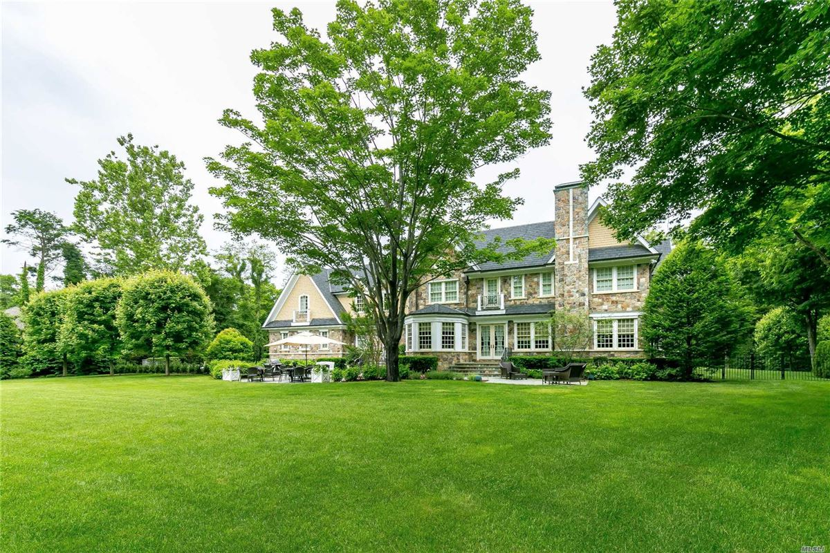 Luxury homes immaculate home on two gated acres