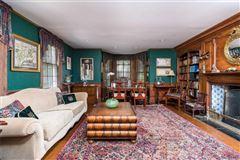 Luxury properties Waterfront Hamptons-style Living in Roslyn Harbor
