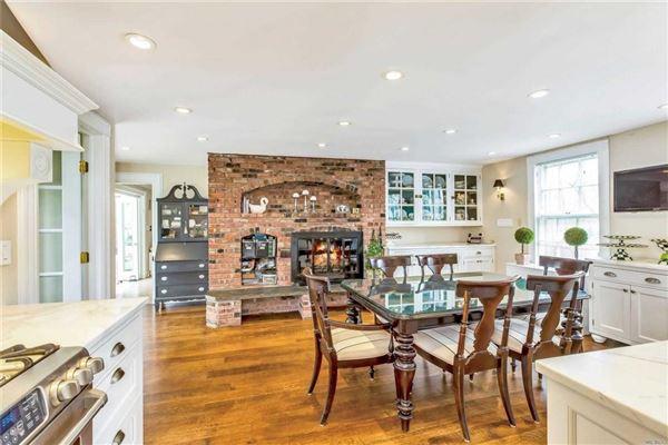Luxury real estate Waterfront Hamptons-style Living in Roslyn Harbor