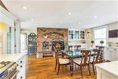 Luxury homes in Waterfront Hamptons-style Living in Roslyn Harbor