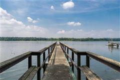 Waterfront Hamptons-style Living in Roslyn Harbor luxury properties