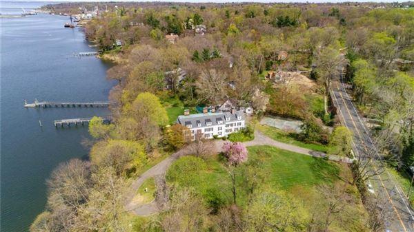 Waterfront Hamptons-style Living in Roslyn Harbor luxury homes