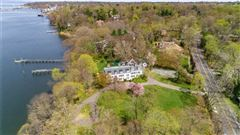 Waterfront Hamptons-style Living in Roslyn Harbor mansions