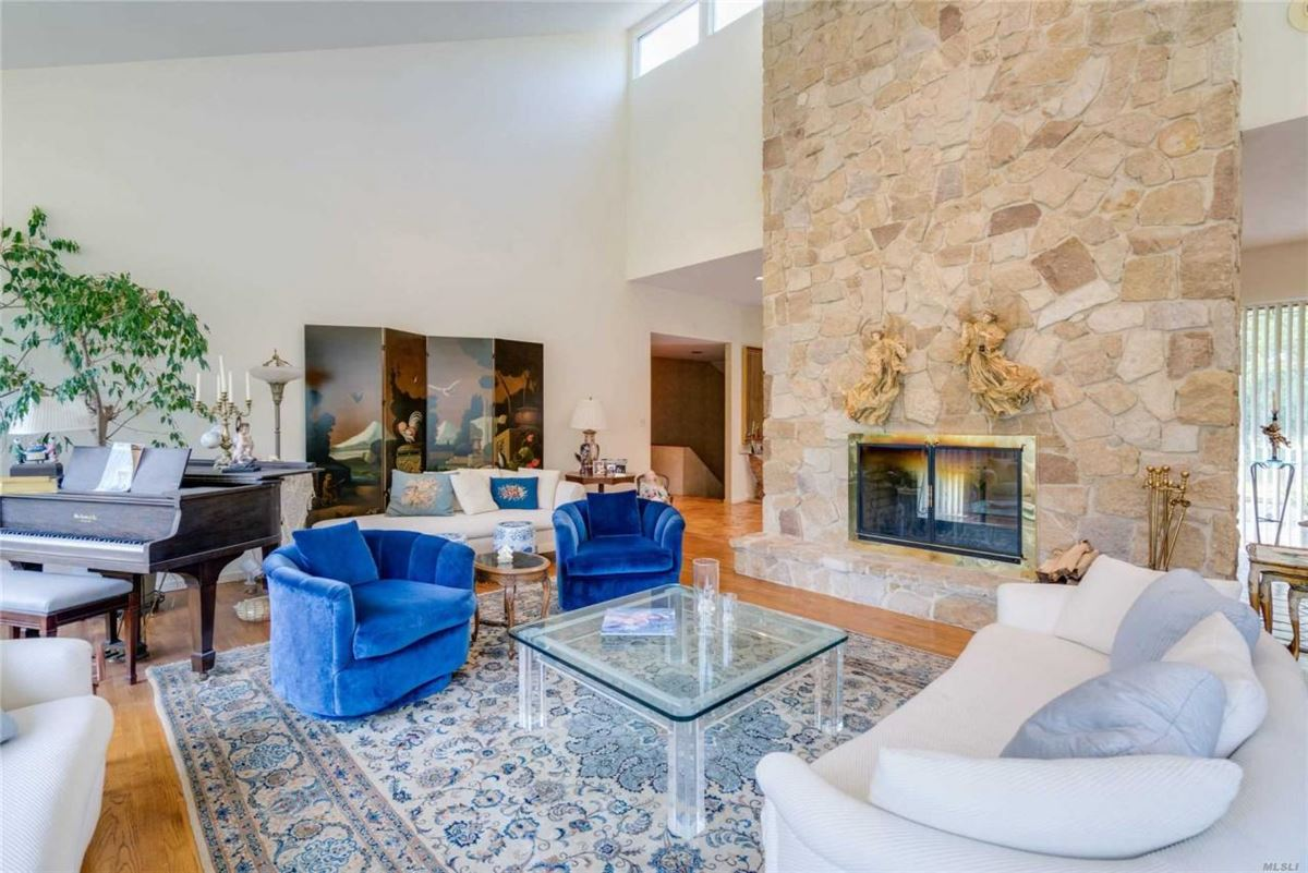 Luxury homes 1979 contemporary on over two acres in Stone Arches