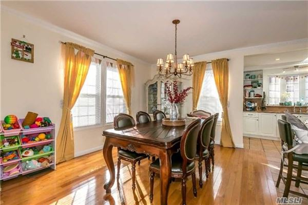Luxury real estate Mint Condition Colonial Home in Great Neck