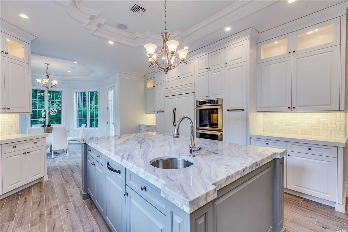 Luxury real estate a Luxury Great Neck Estates New Construction