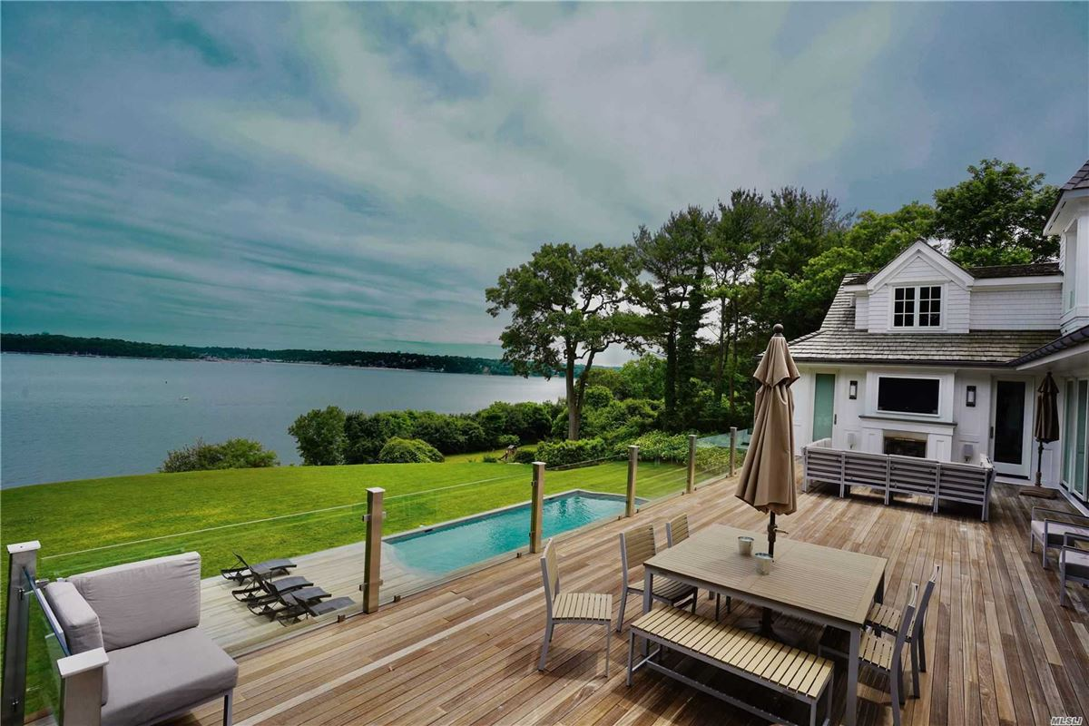 Luxury homes in Newly rebuilt Hampton style waterfront home