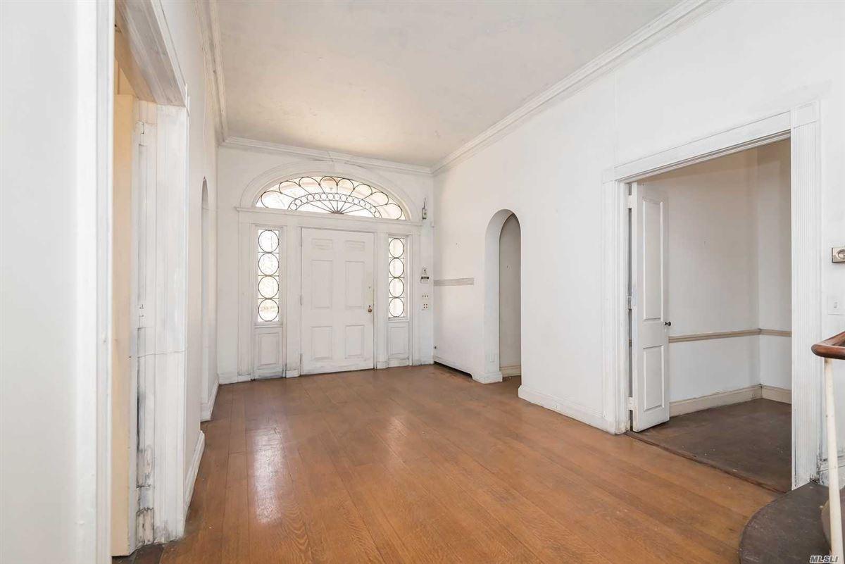 Luxury properties Monday House