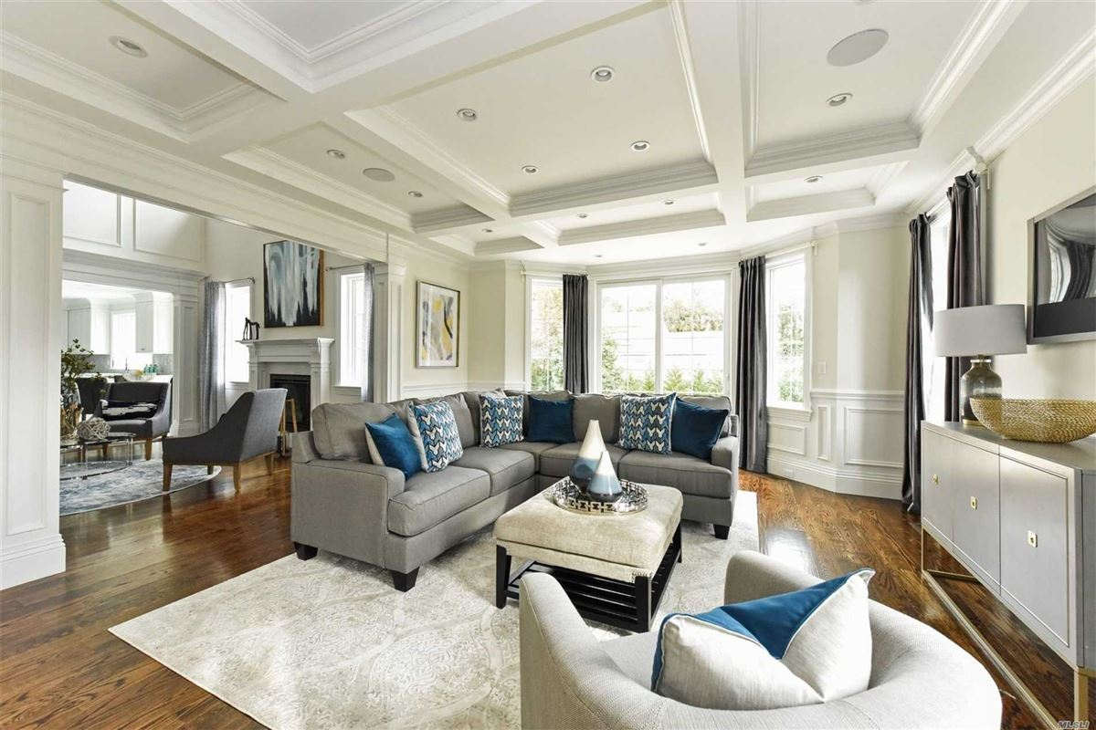 Luxury properties Exquisite New Country Club Home