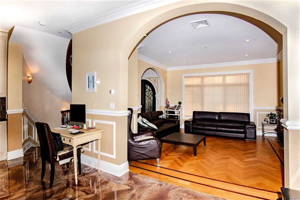 Home In The Great Enclave Of Malba luxury real estate