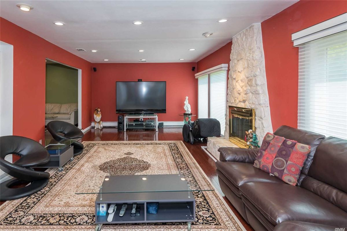 Luxury real estate Fully renovated center hall colonial